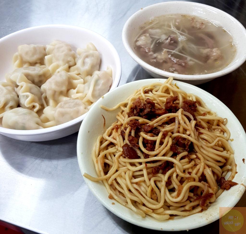 炒麵、高麗菜水餃、隔間肉湯