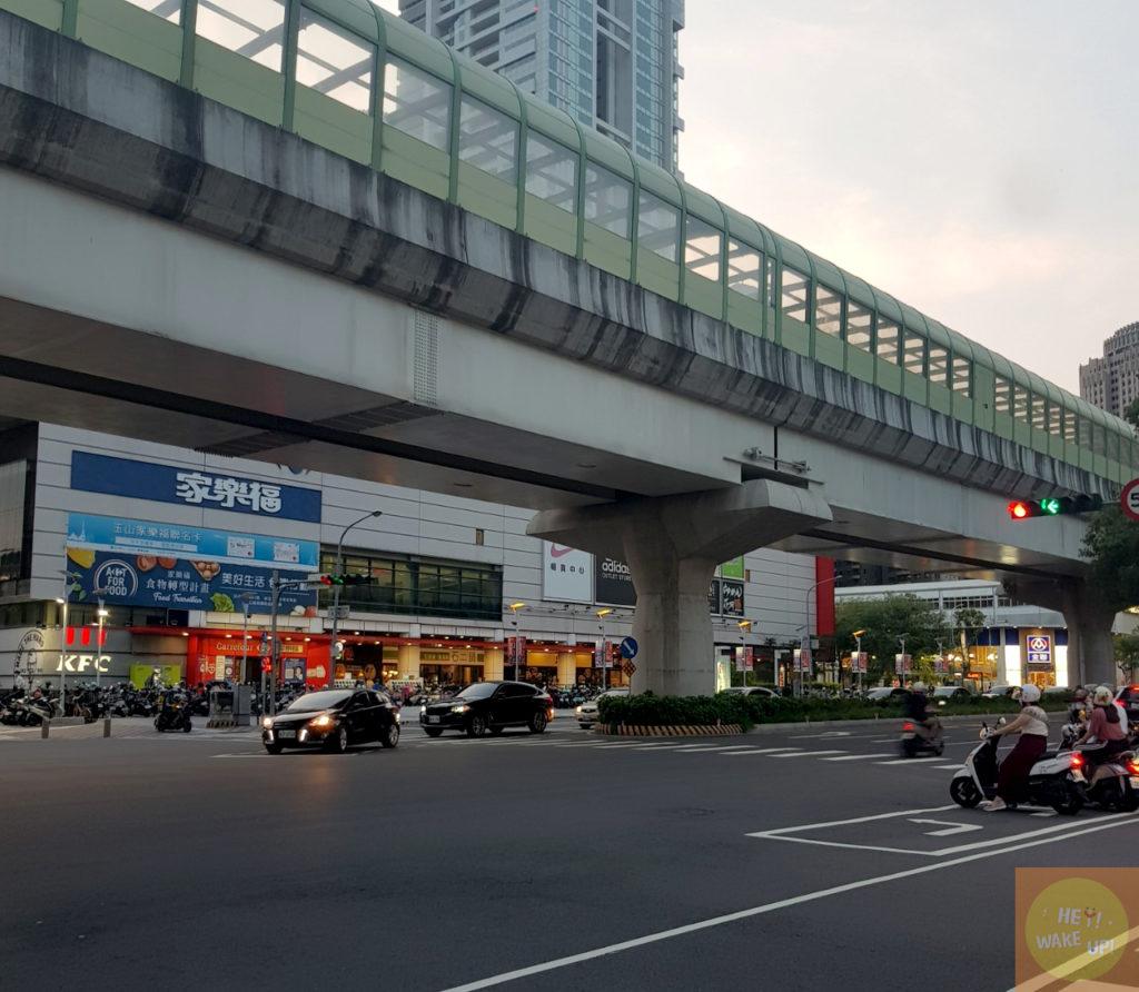 台中捷運綠線水安站家樂福