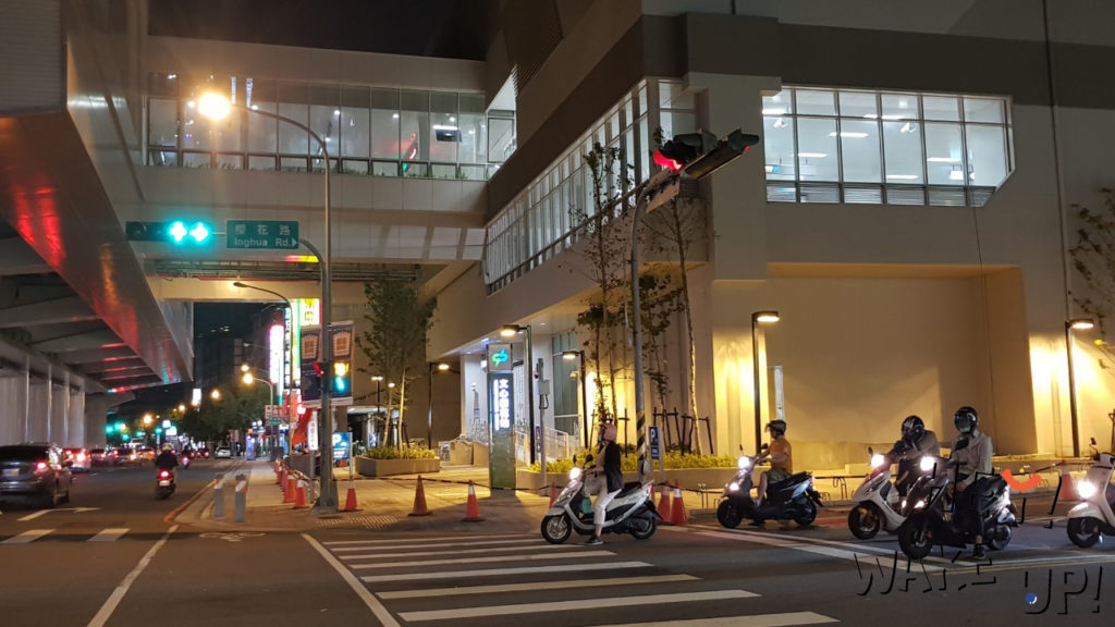 捷運文心櫻花站