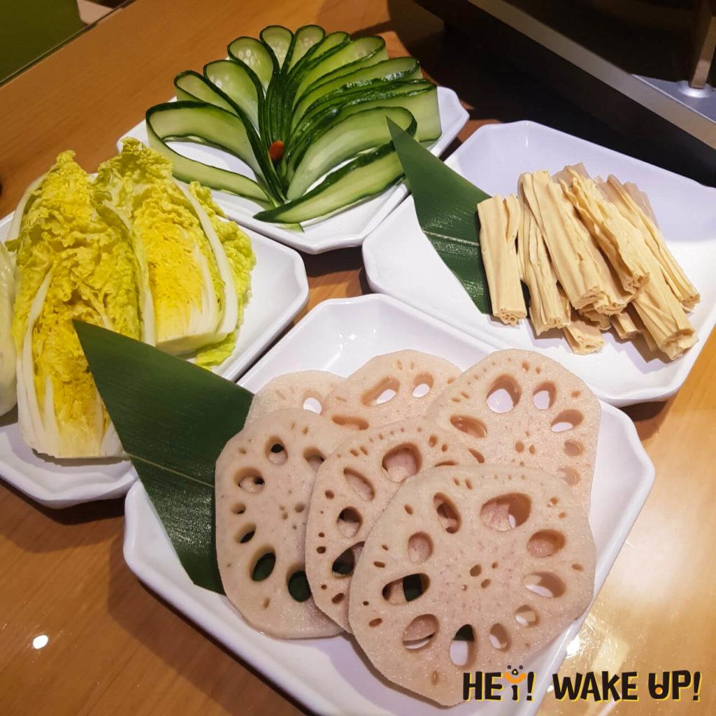 娃娃菜、鮮蓮藕片、小黃瓜片、鮮腐竹