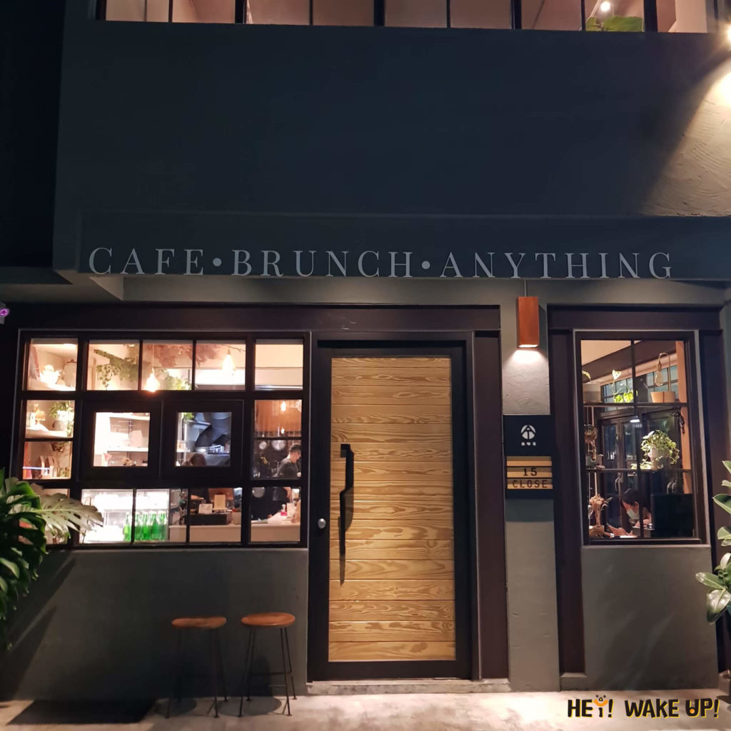 AT three café外部環境