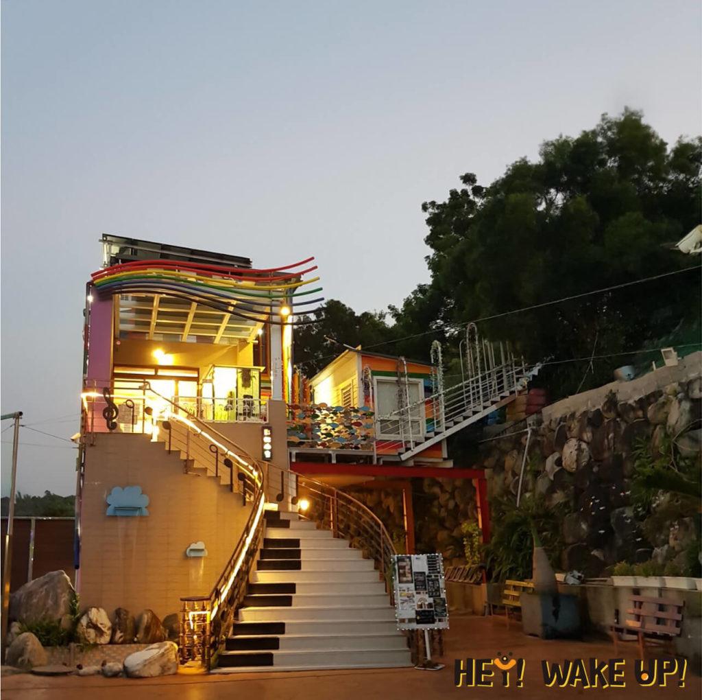 彩虹山舍-浪漫琴鍵樓梯